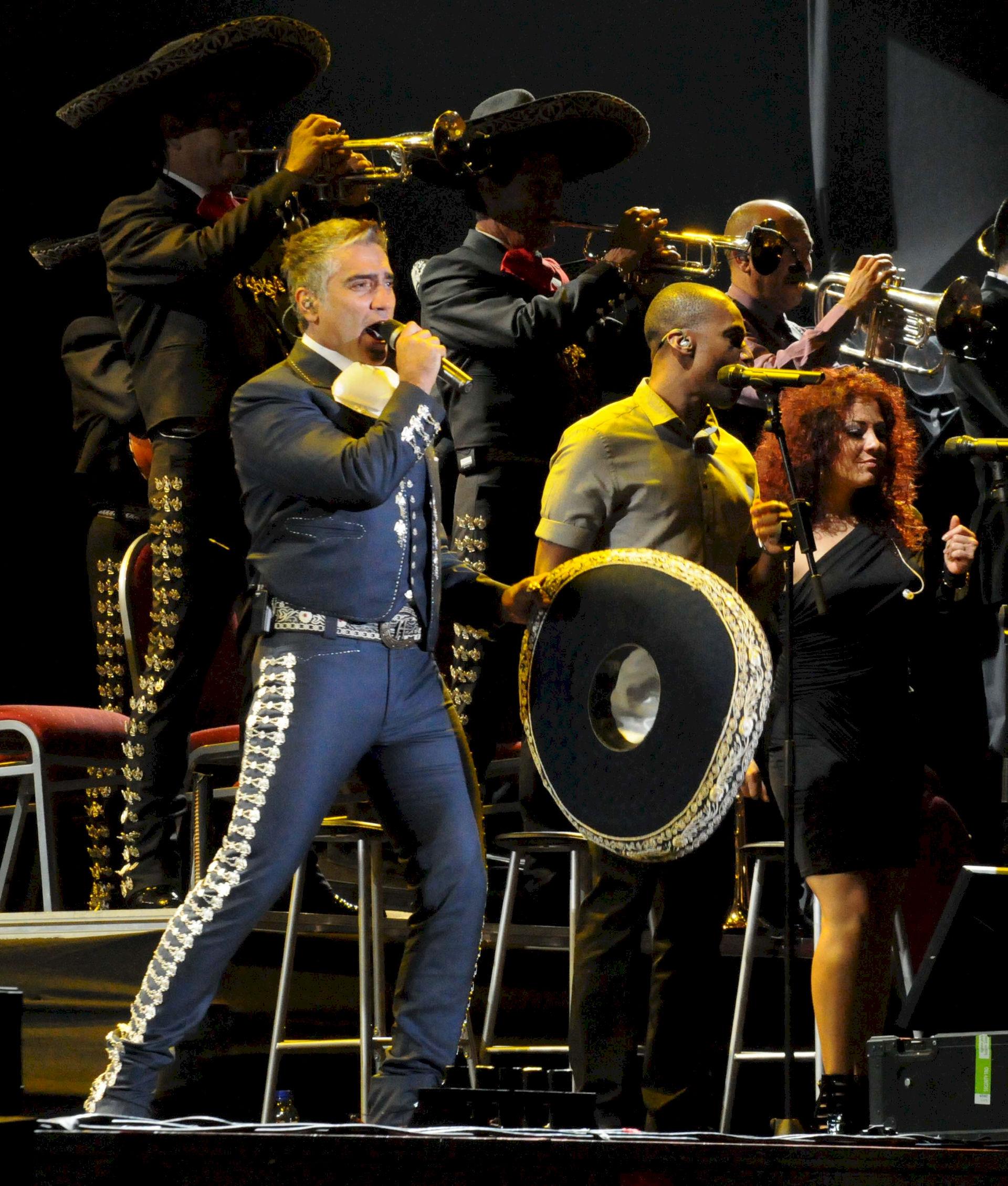 Photo of Alejandro Fernández: Mexican singer