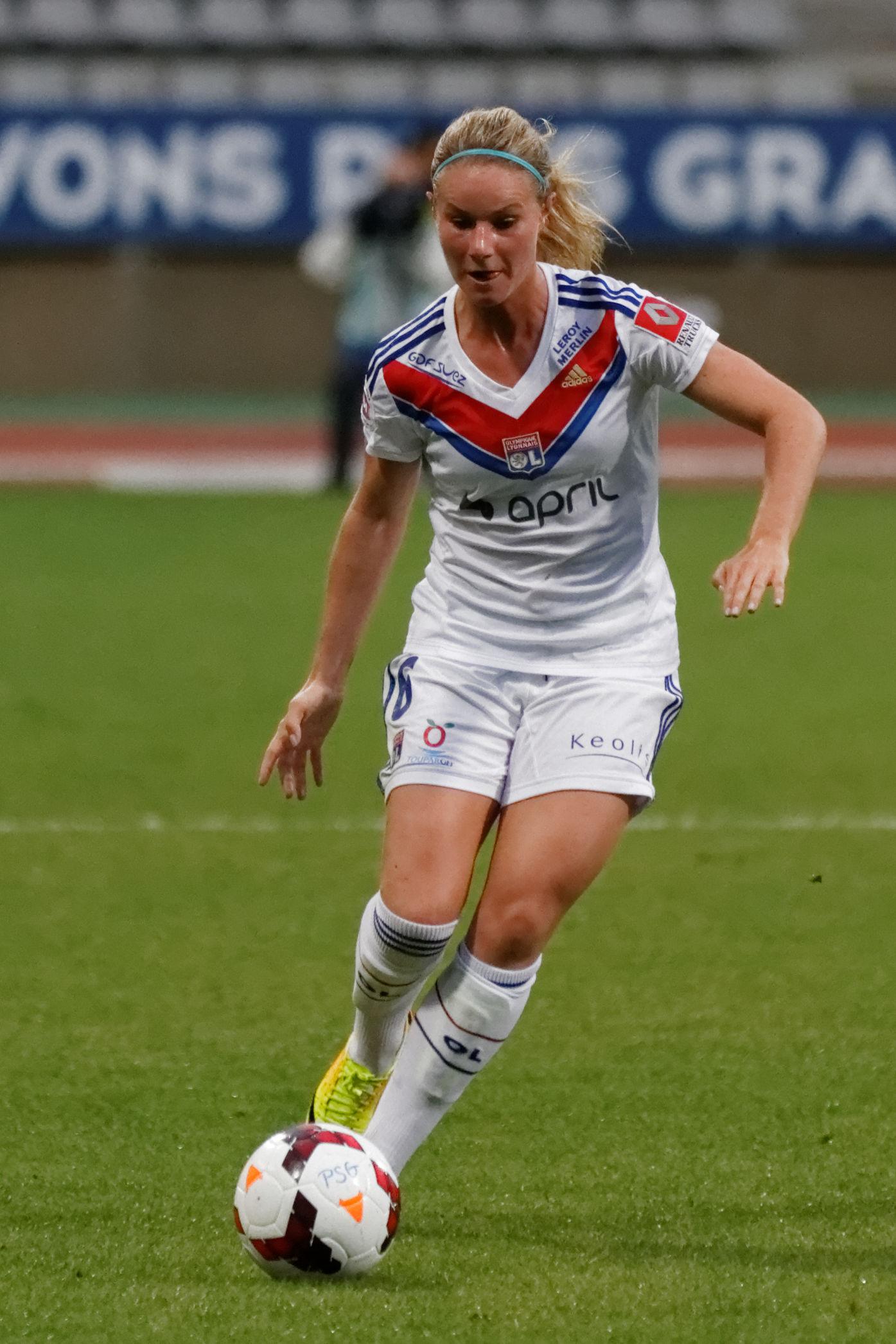 Photo of Amandine Henry: Association football player
