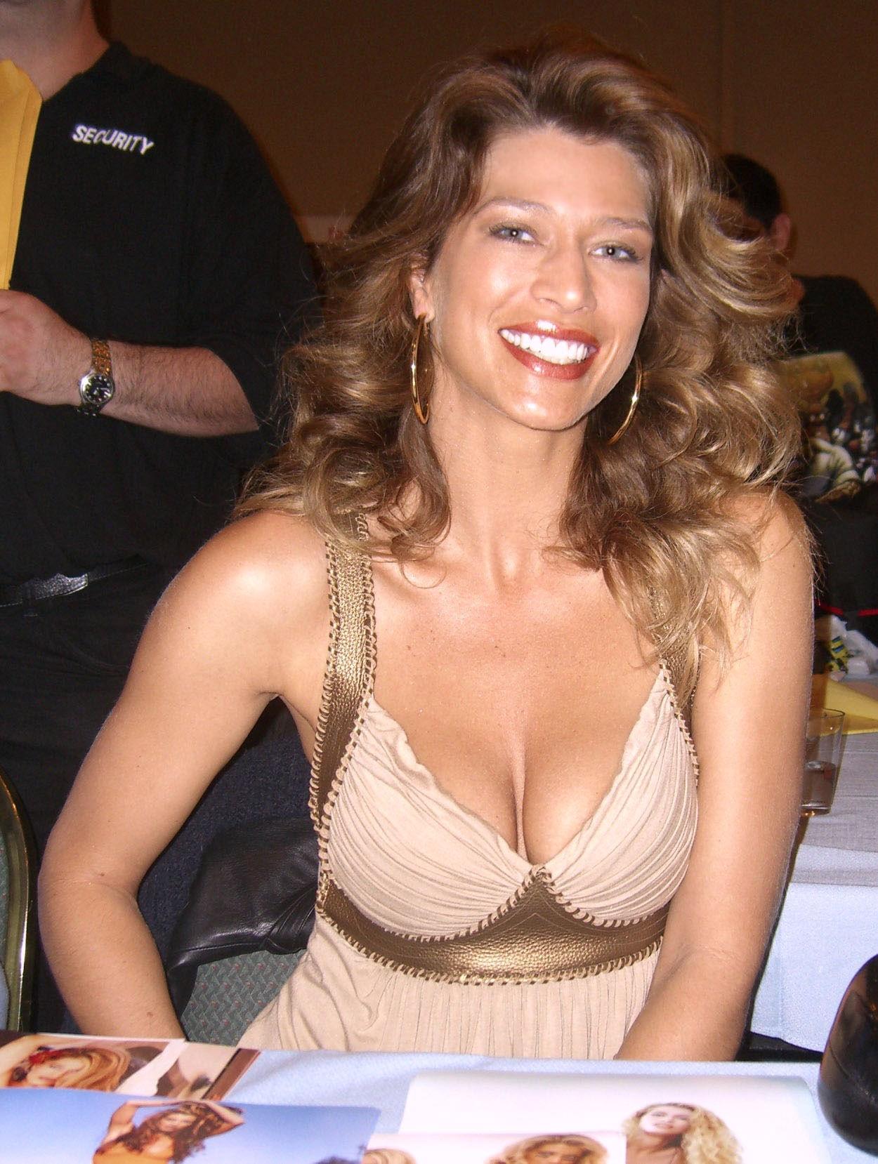 Photo of Amber Smith: Actress, model