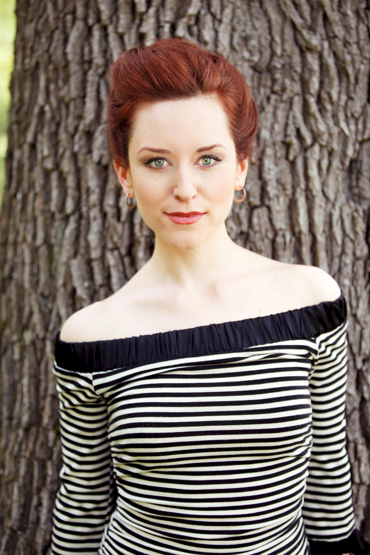 Photo of Amy Walker: American actor-singer