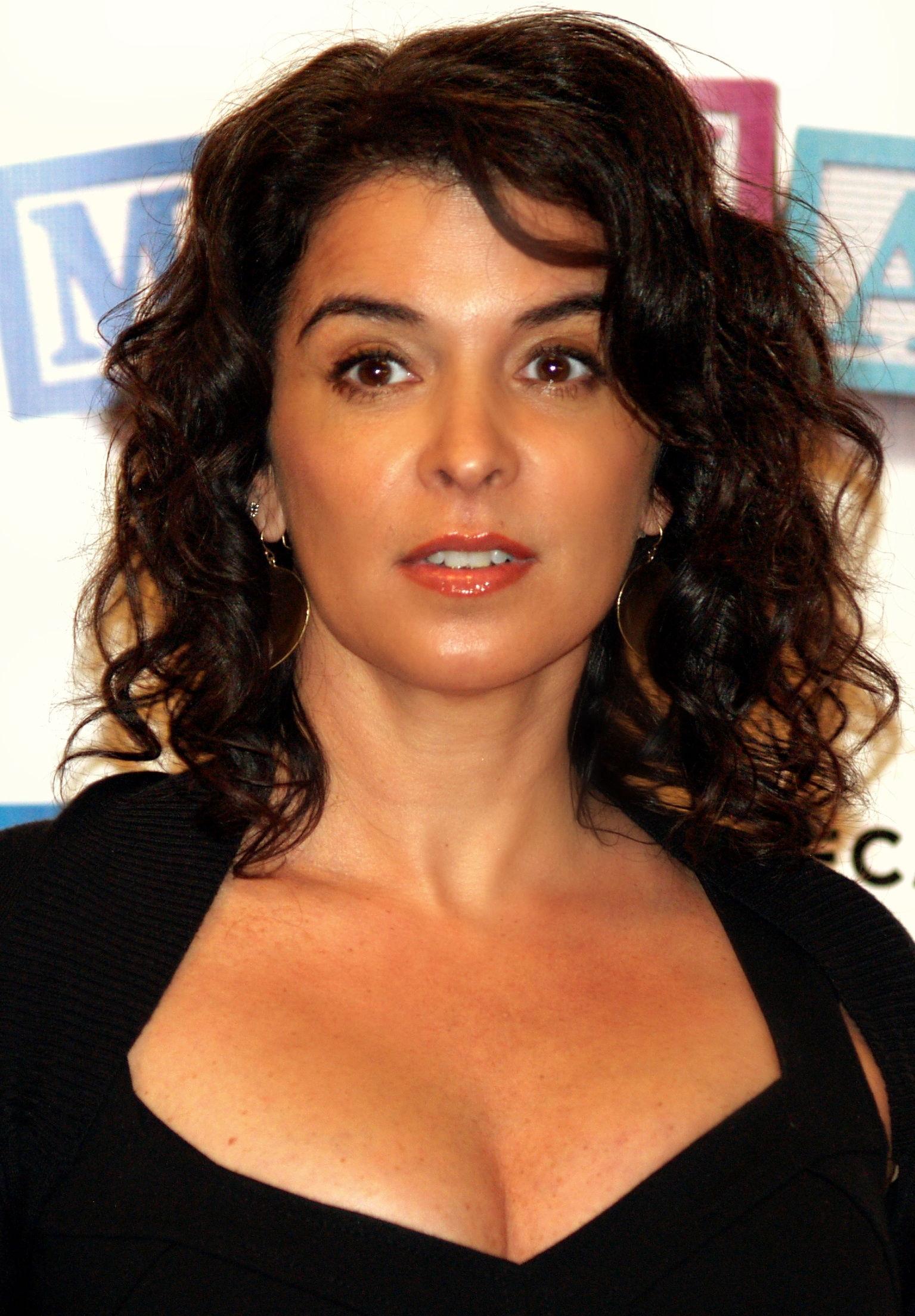 Photo of Annabella Sciorra: American actress