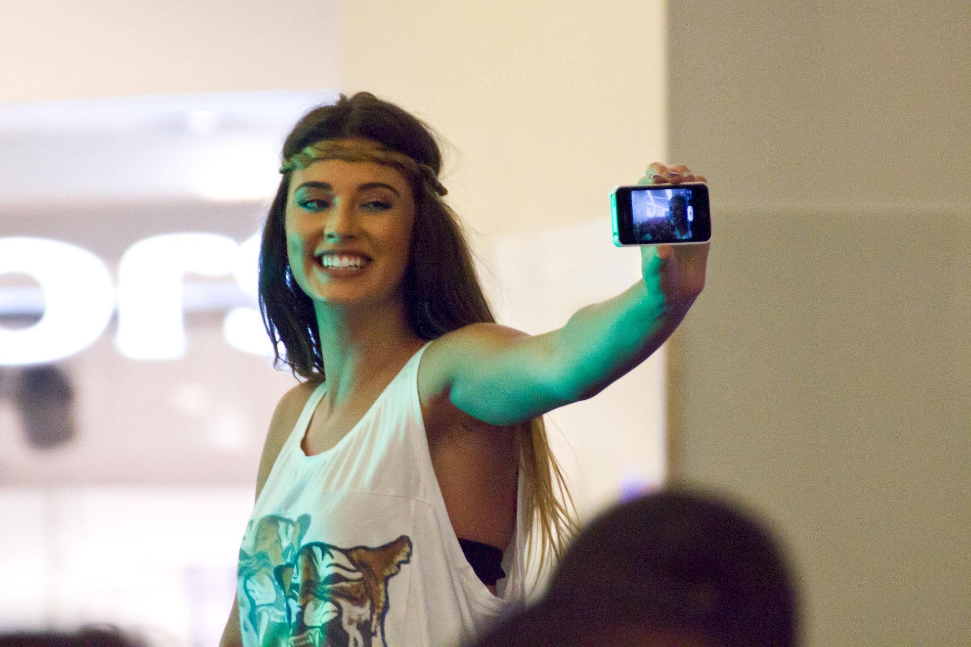 Photo of Antonia Iacobescu: Romanian Singer and Model