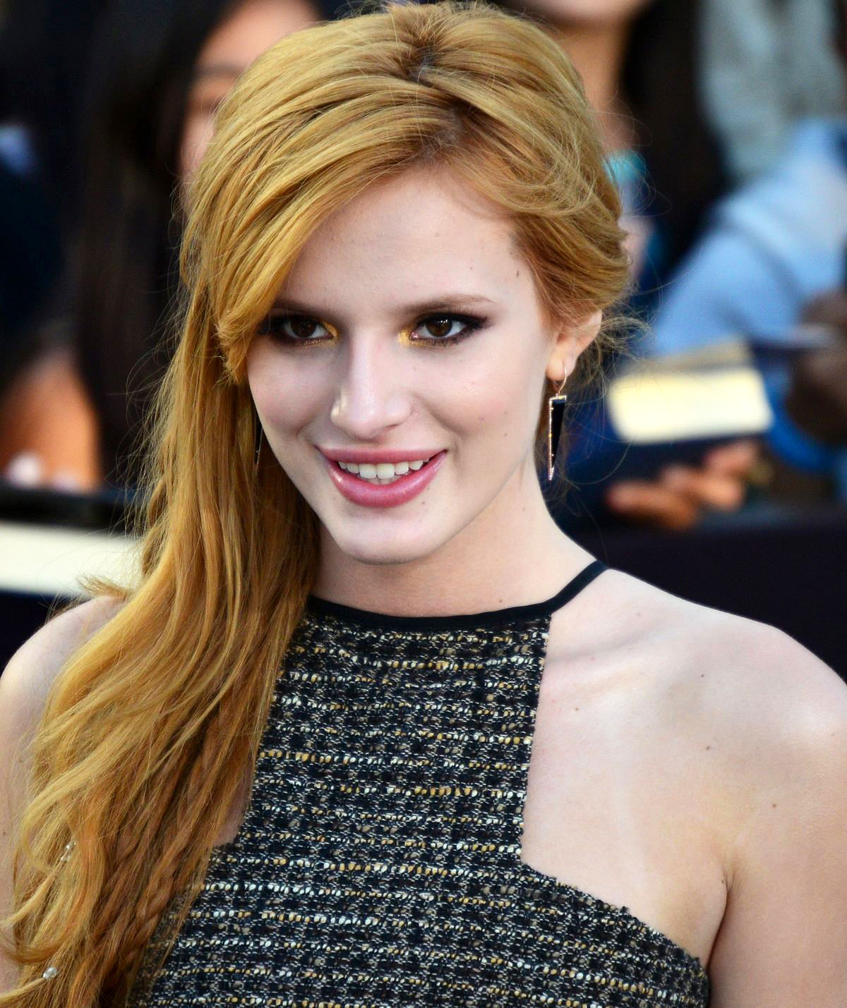 Photo of Bella Thorne: American actress, singer, author, model and dancer