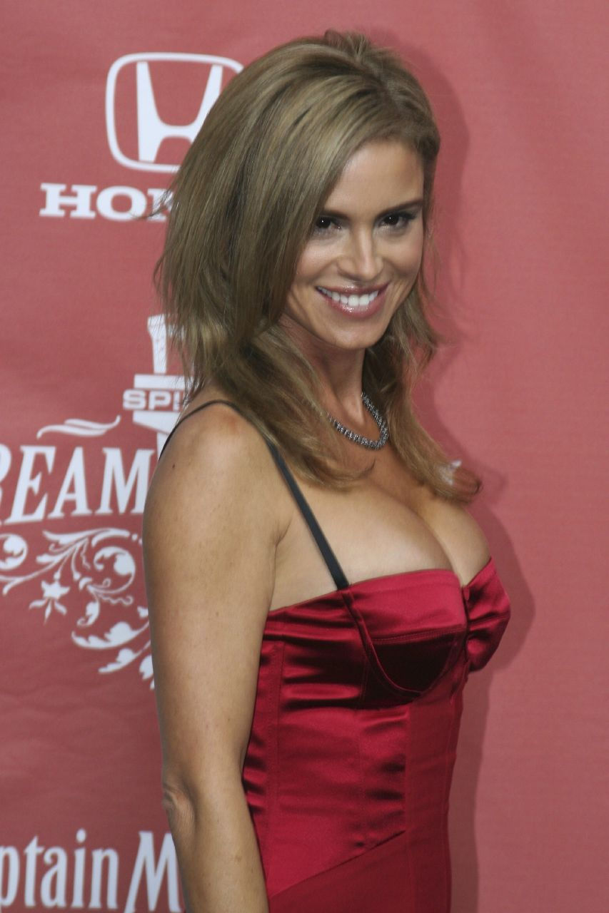 Photo of Betsy Russell: Actress