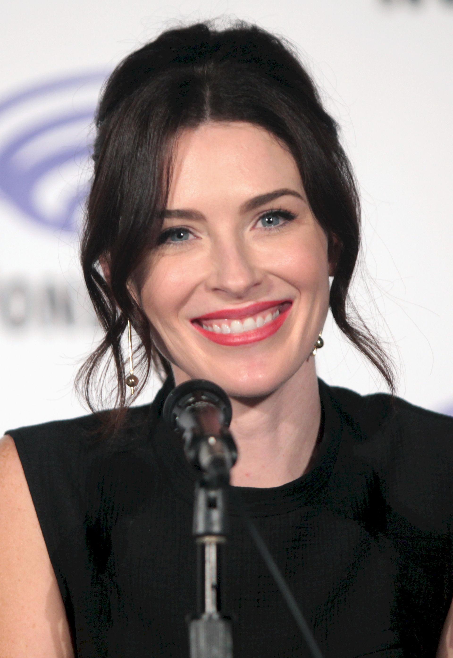 Photo of Bridget Regan: American actor and producer