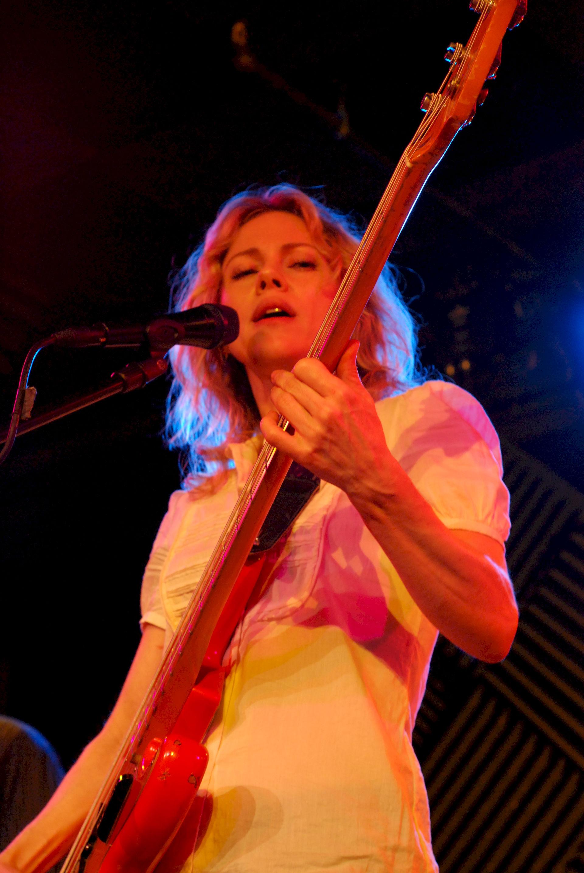 Photo of Britta Phillips: Female rock singer, band member of Luna