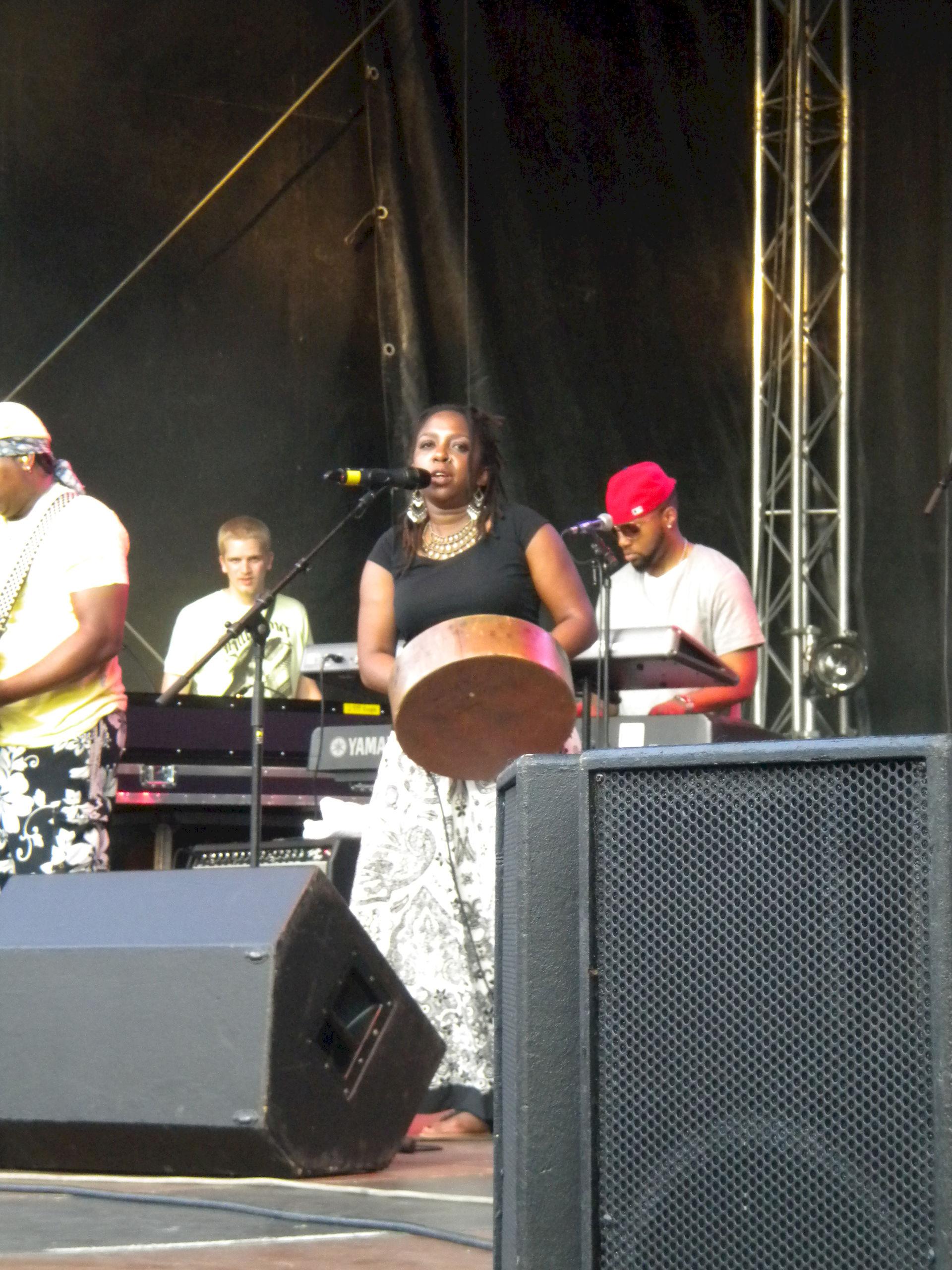 Photo of Chiwoniso Maraire: Zimbabwean singer, songwriter, mbira master