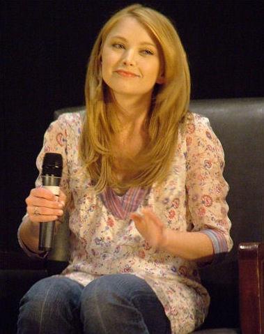 Photo of Elisabeth Harnois: American actress