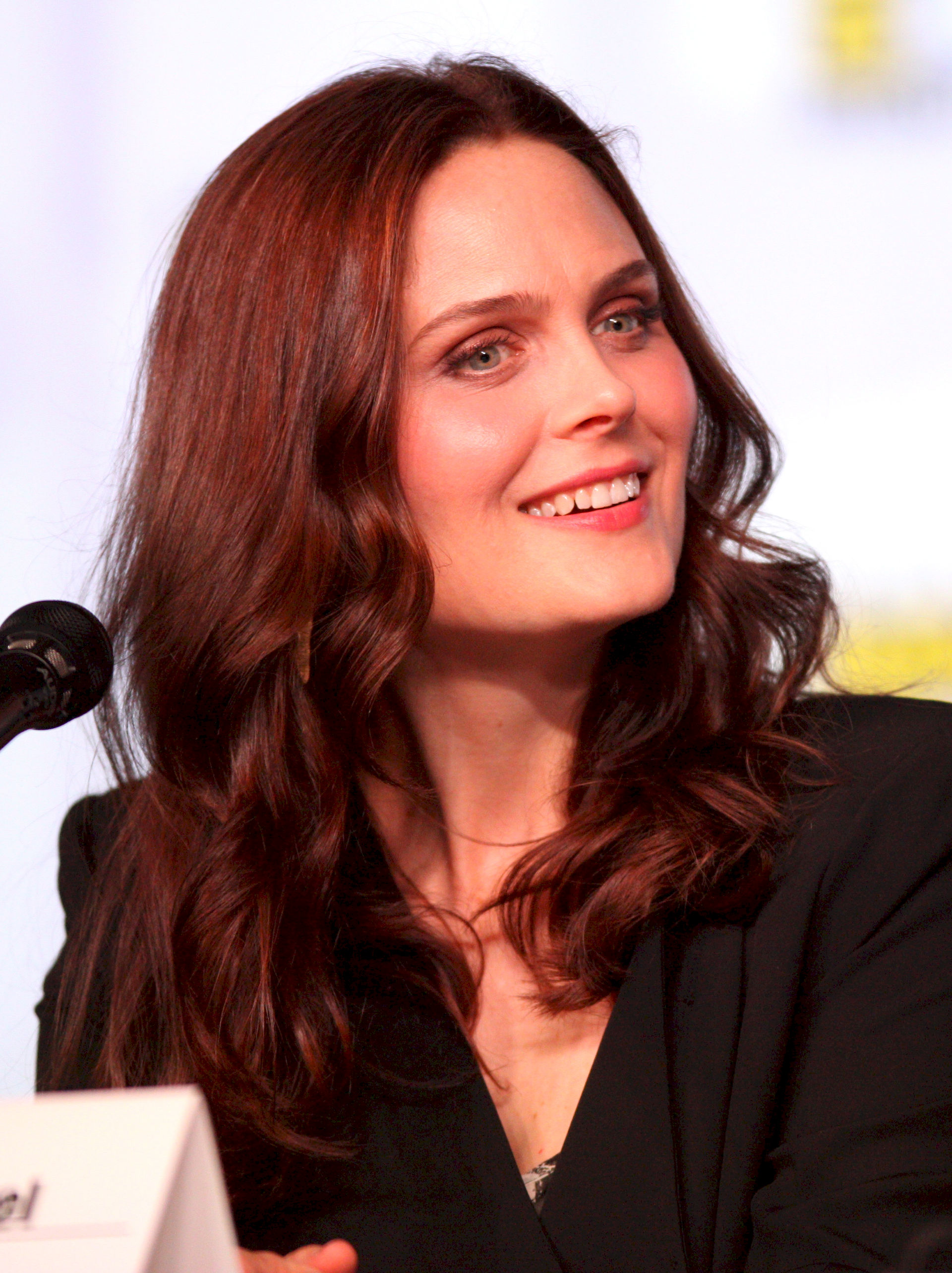 Photo of Emily Deschanel: American actress, television producer, and film producer