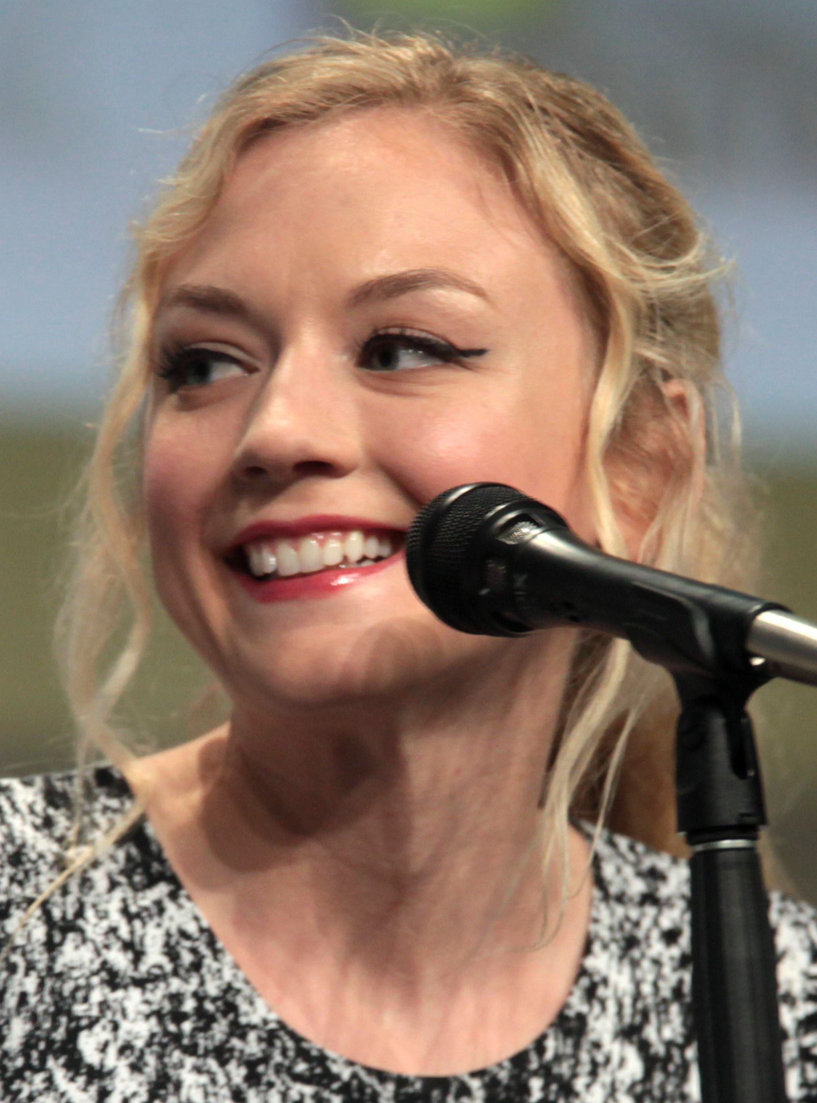 Photo of Emily Kinney: Actress