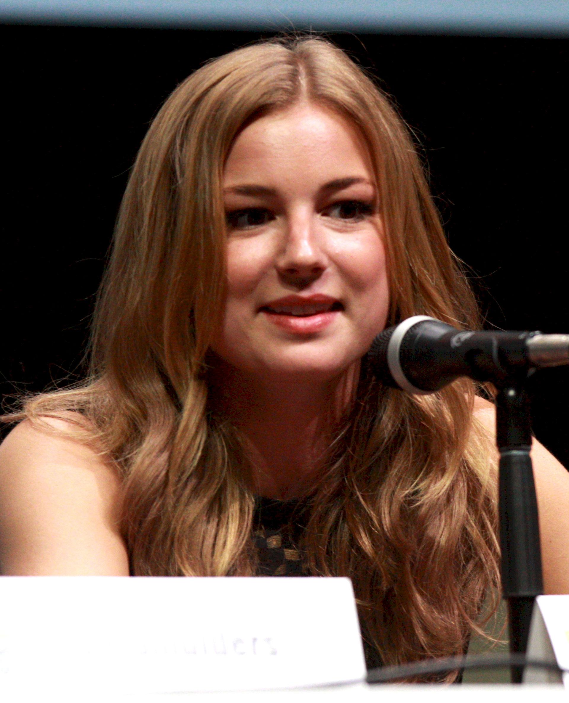 Photo of Emily VanCamp: Actress