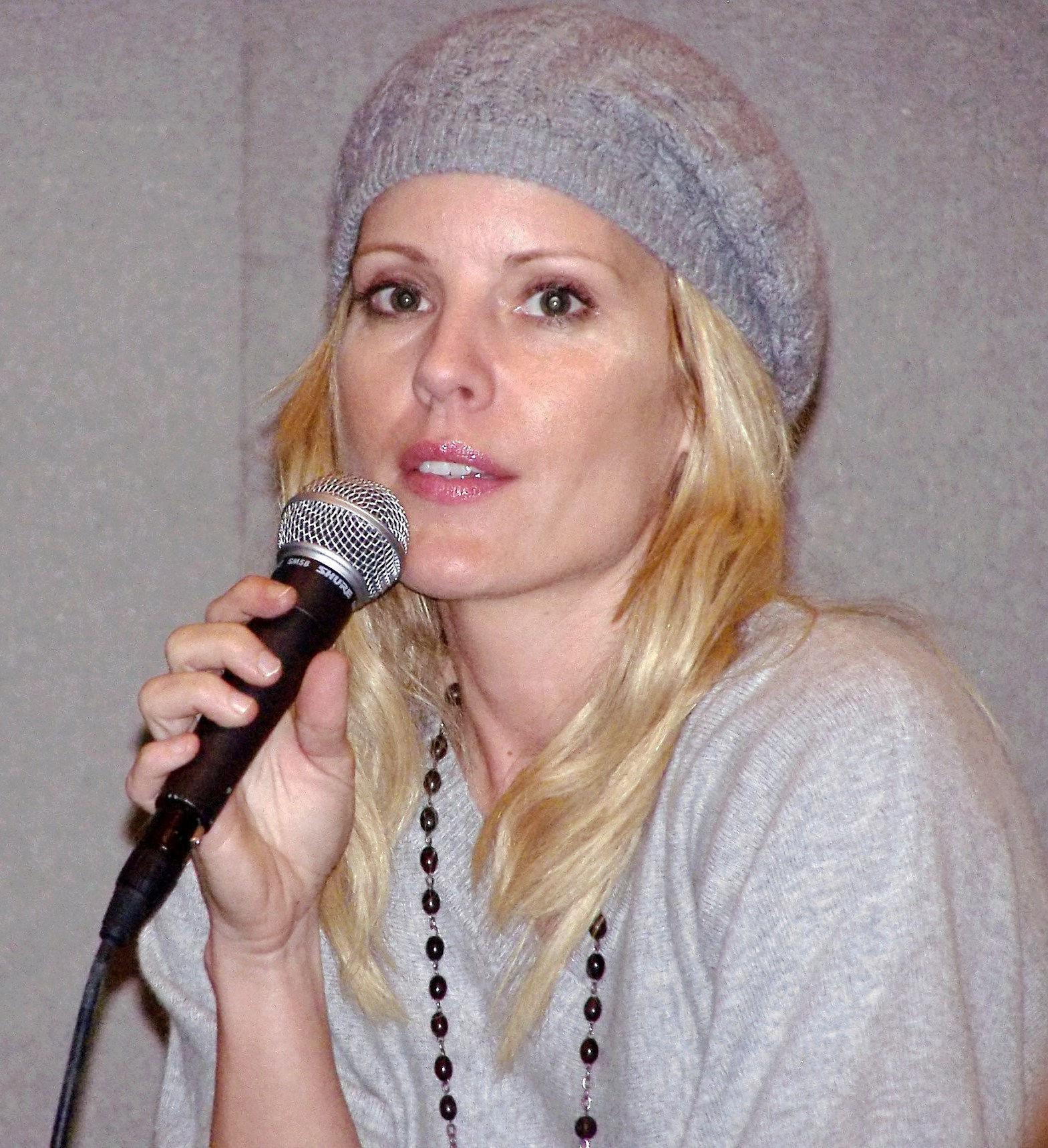 Photo of Emma Caulfield: Actress