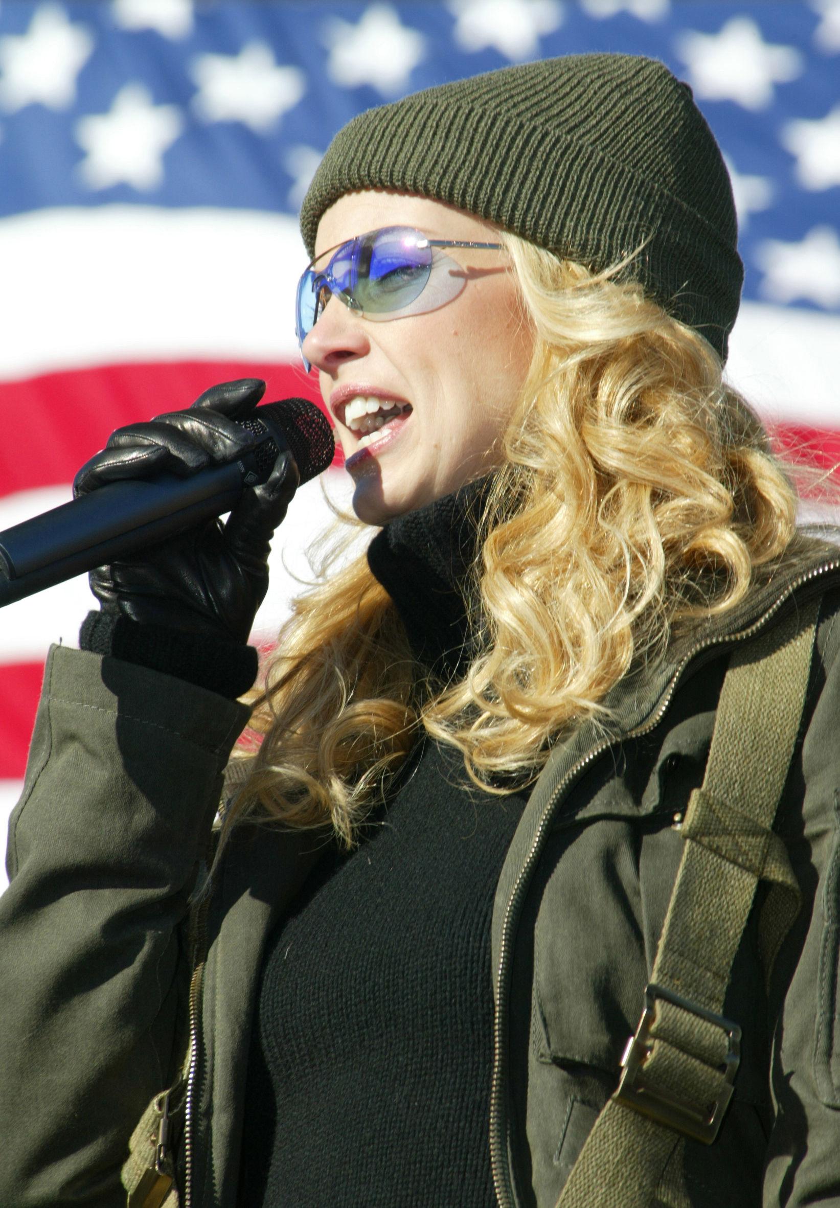 Photo of Faith Hill: American singer