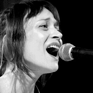 Photo of Fiona Apple: Singer-songwriter, musician