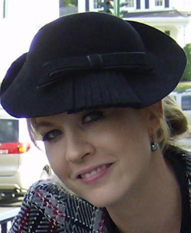 Photo of Jenna Elfman: Actress, producer