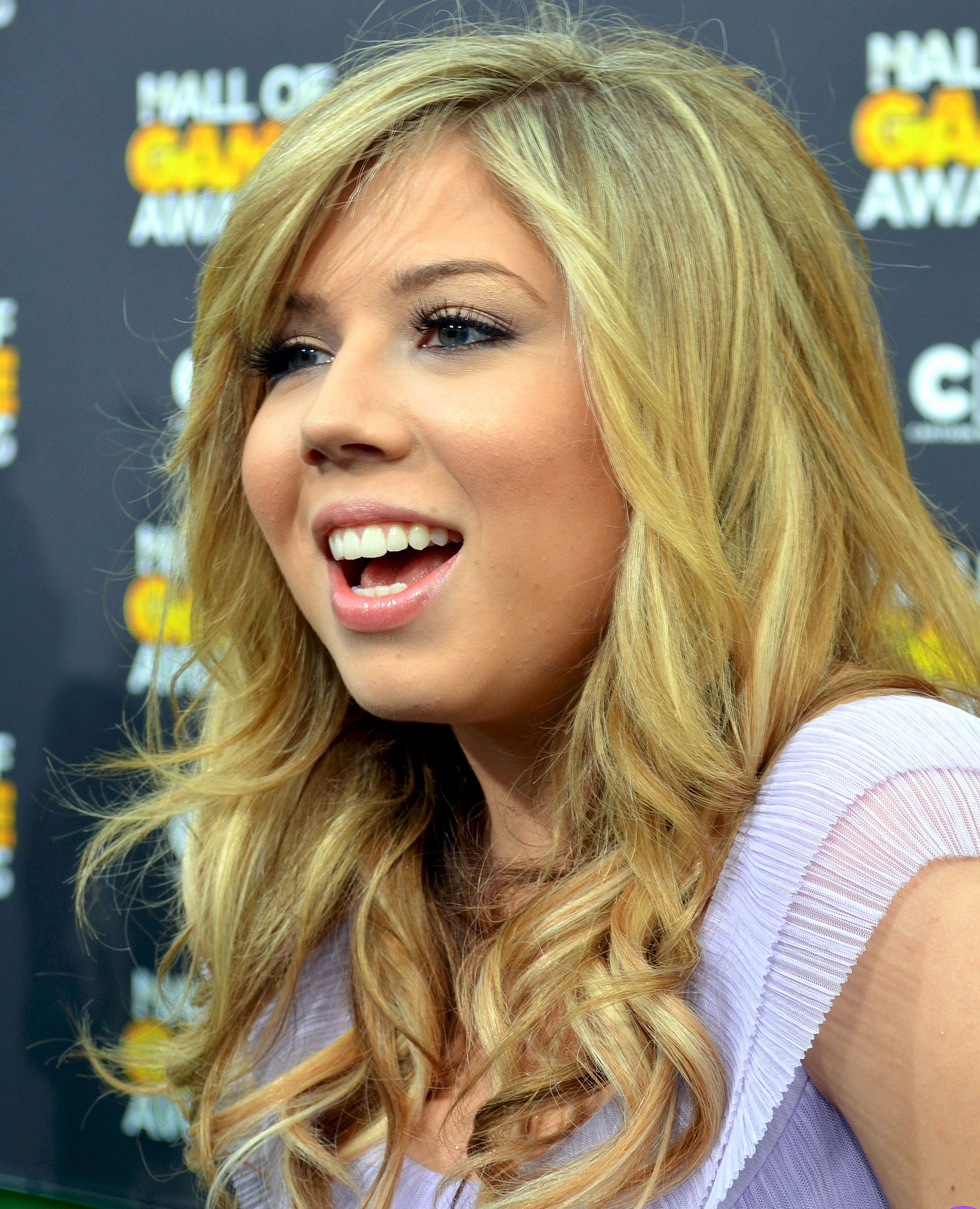 Photo of Jennette McCurdy: American film and television actress and country pop singer-songwriter