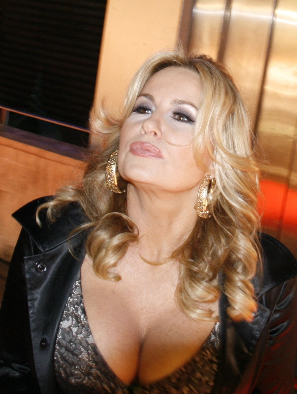 Photo of Jennifer Coolidge: American actress and comedian