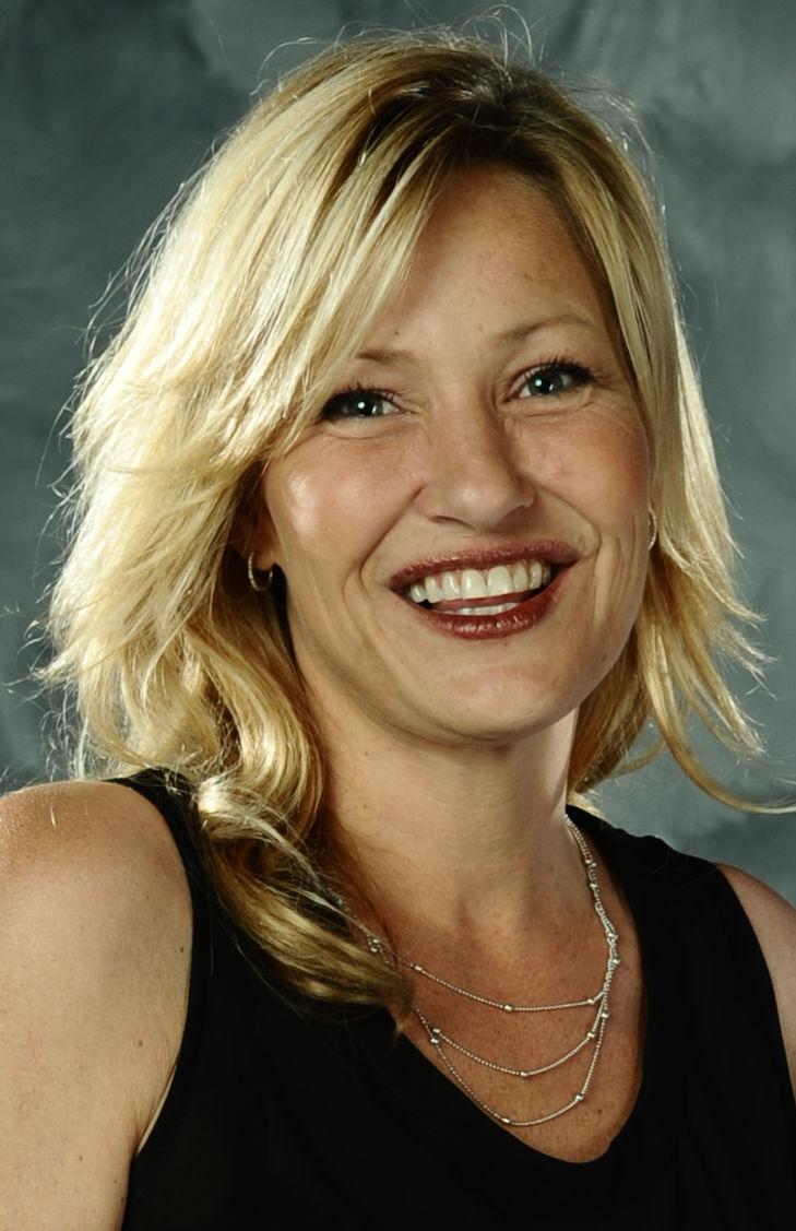 Photo of Joey Lauren Adams: American actress