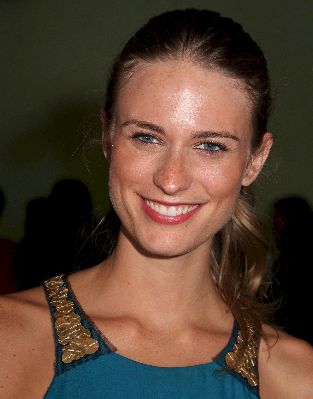 Photo of Julie Henderson: American model