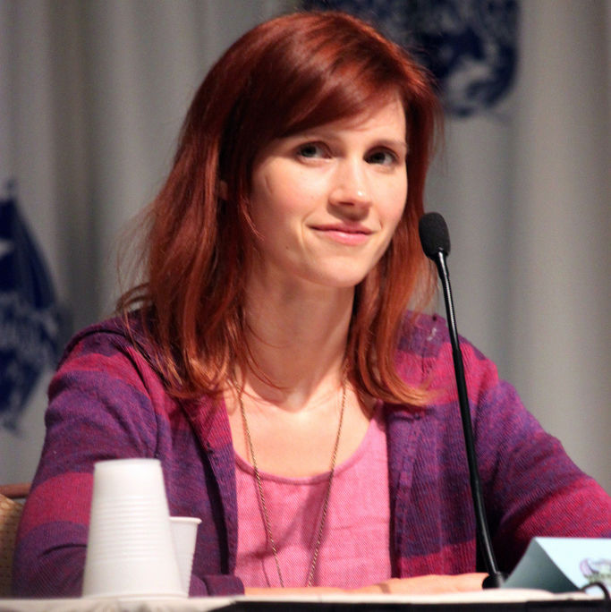 Photo of Julie McNiven: American actress