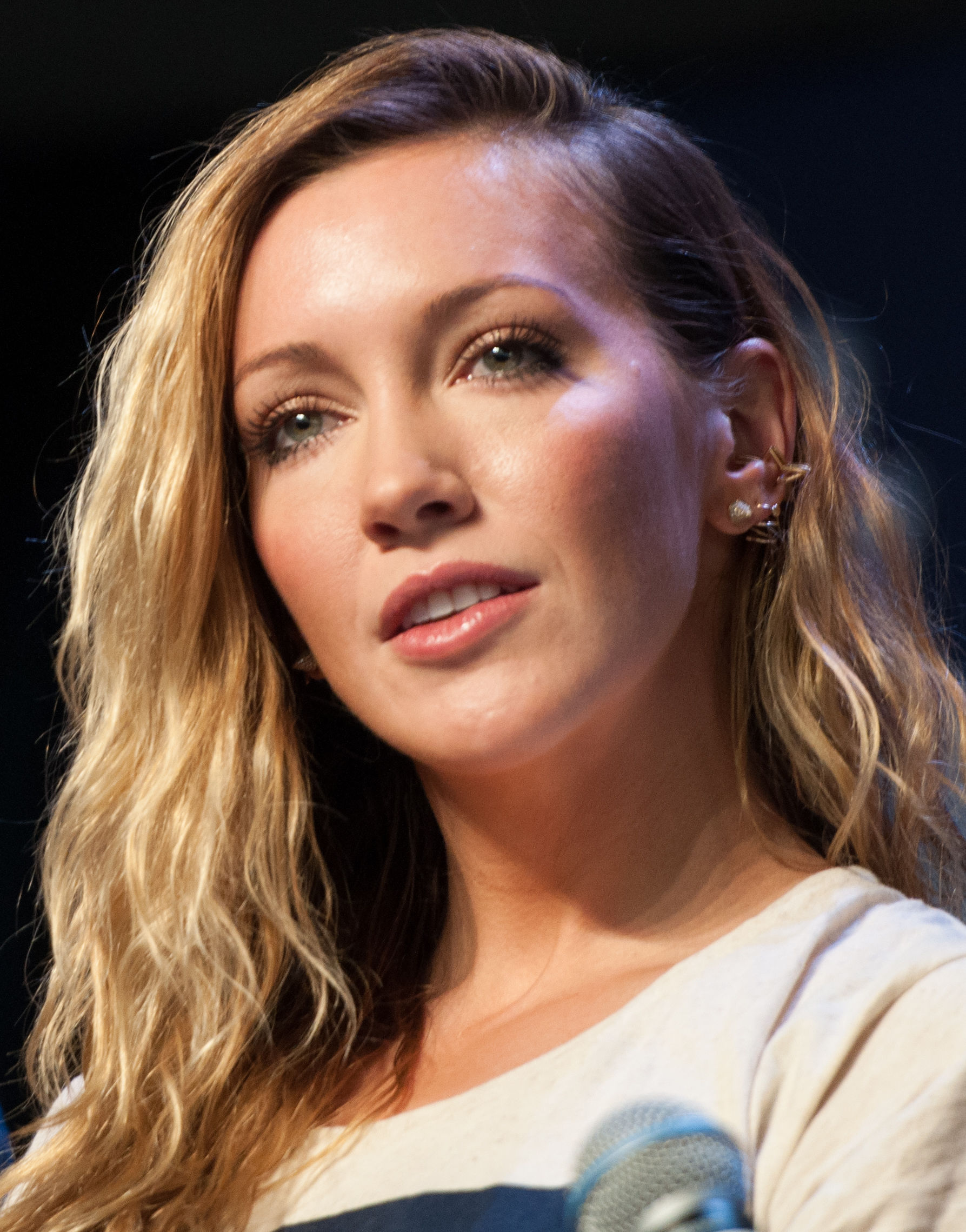 Photo of Katie Cassidy: American actress, singer