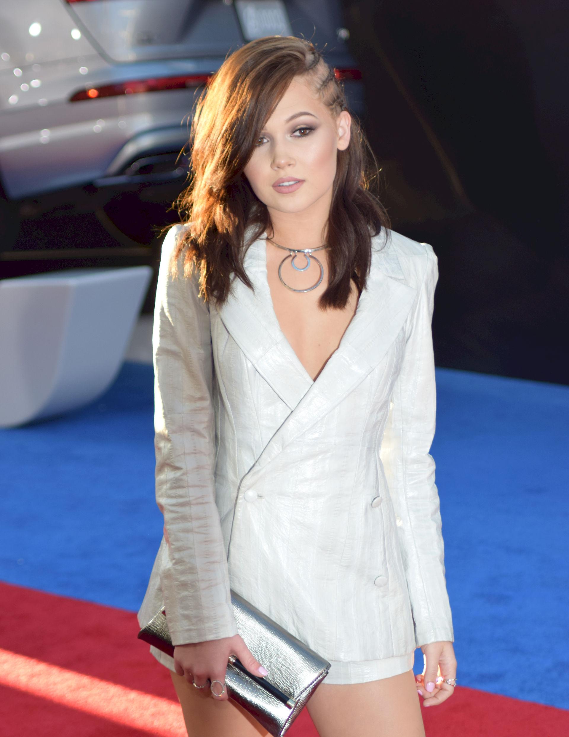 Photo of Kelli Berglund: Actress, dancer, singer