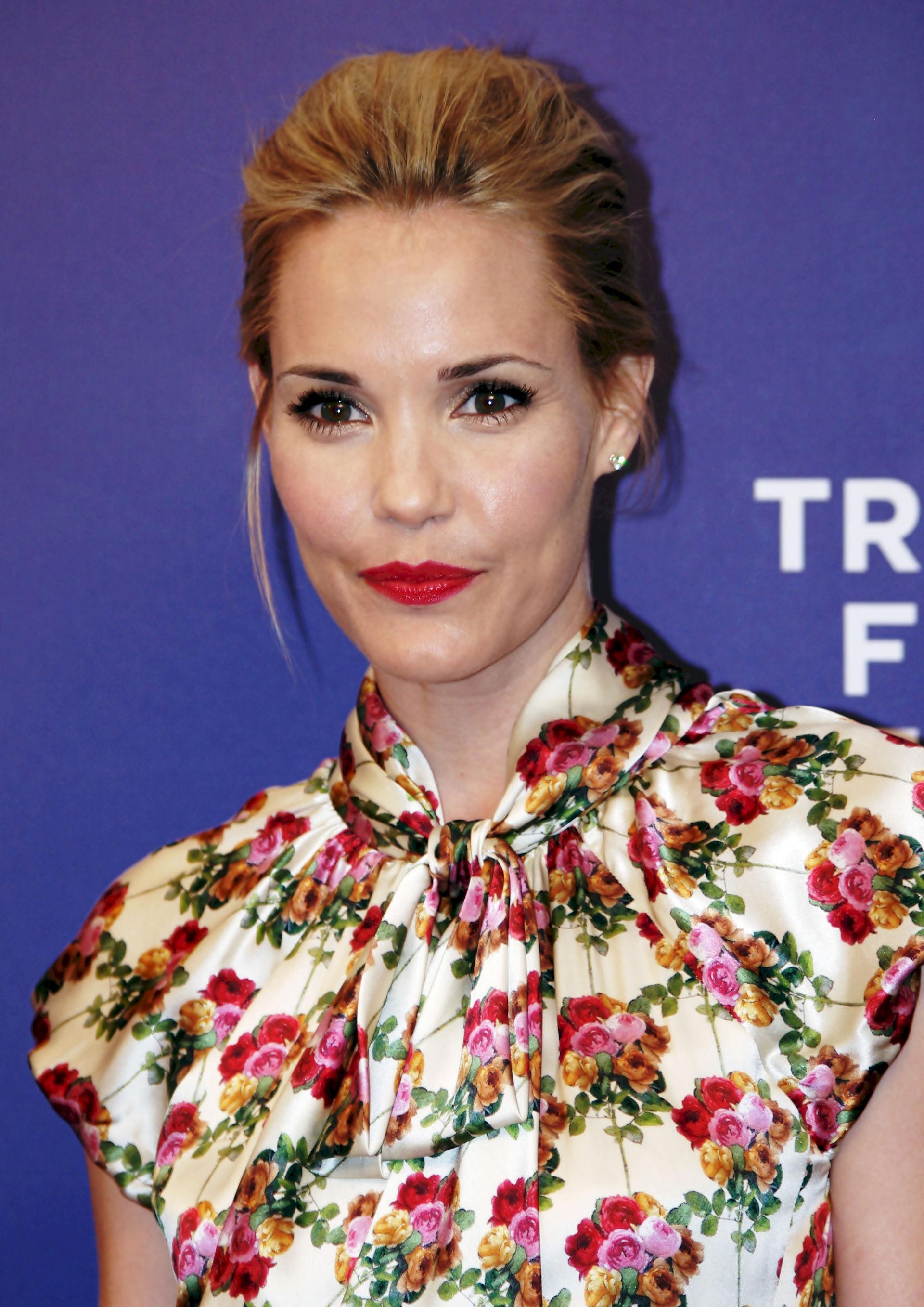 Photo of Leslie Bibb: Actress
