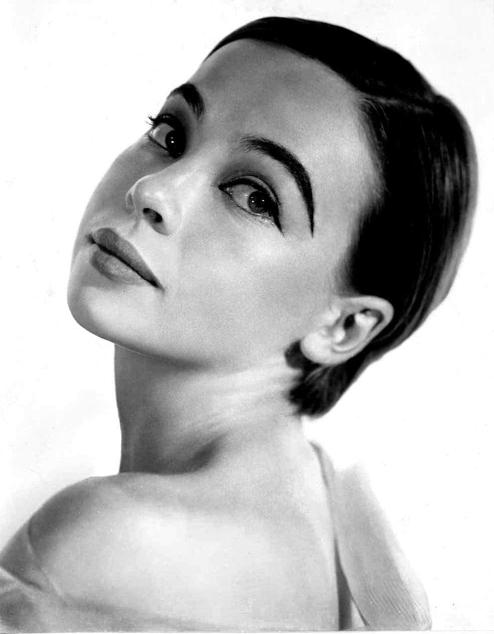 Photo of Leslie Caron: Actress