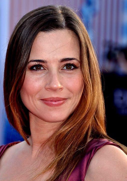 Photo of Linda Cardellini: American actress