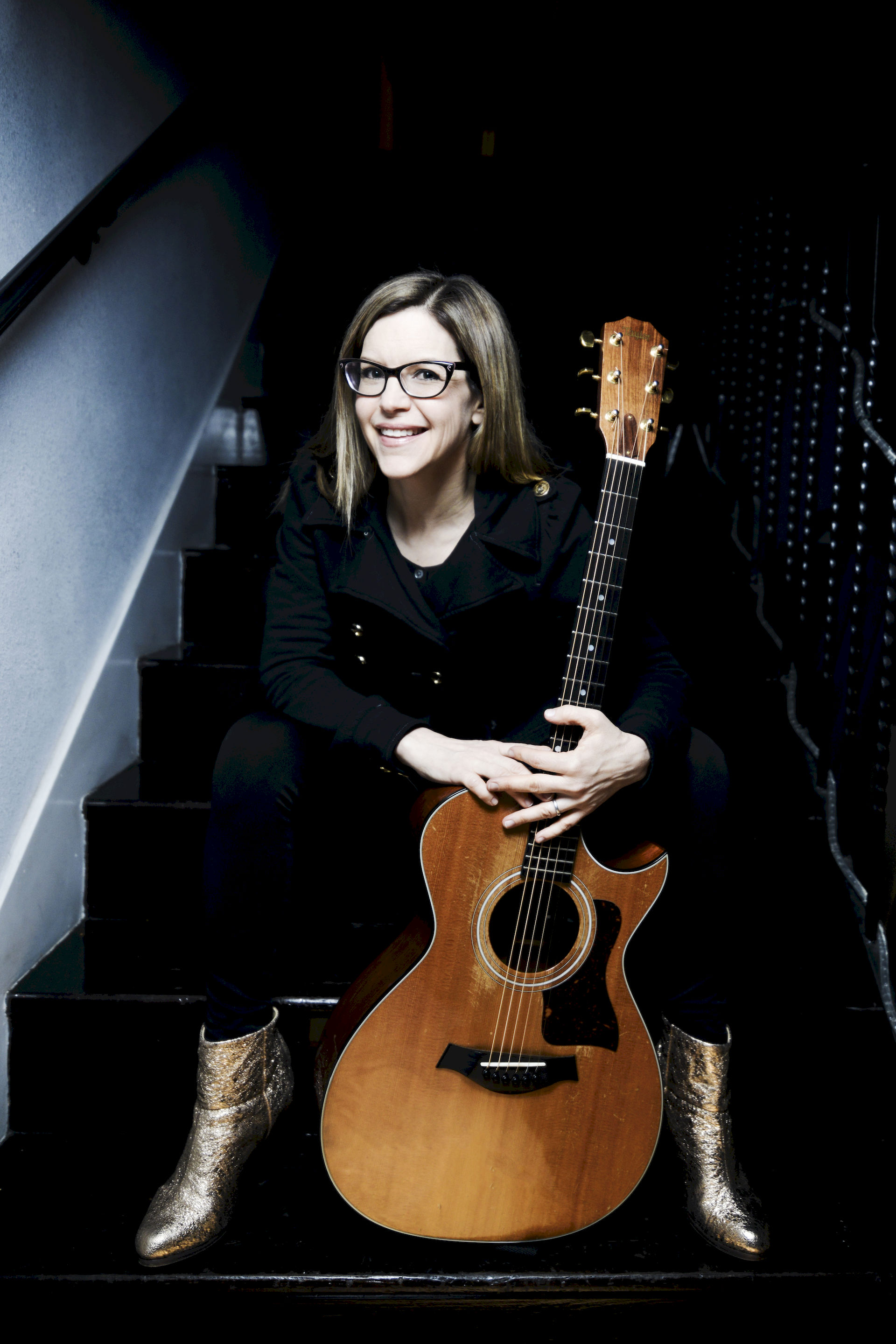 Photo of Lisa Loeb: American singer-songwriter and actress