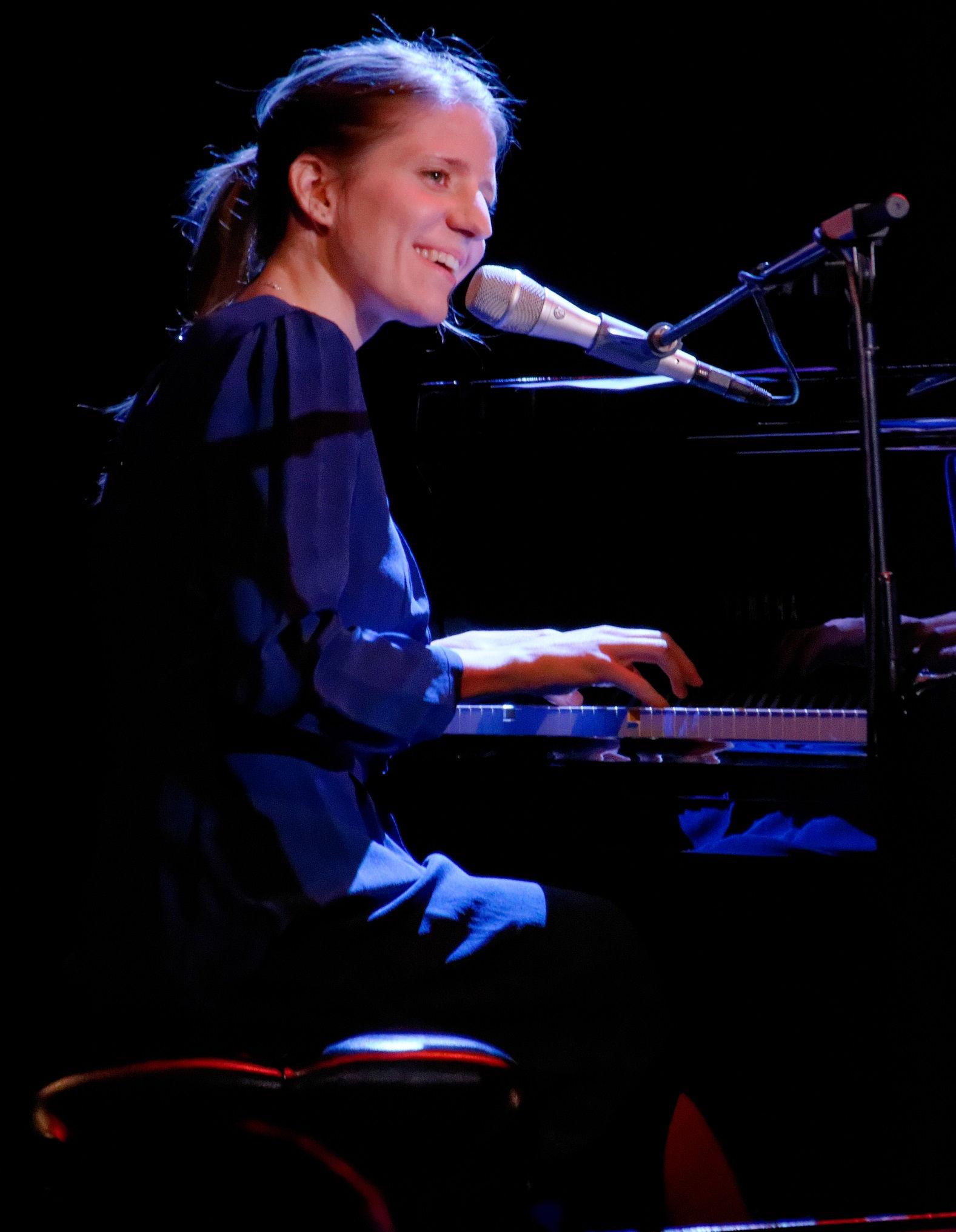 Photo of Markéta Irglová: Czech singer-songwriter, musician and actress