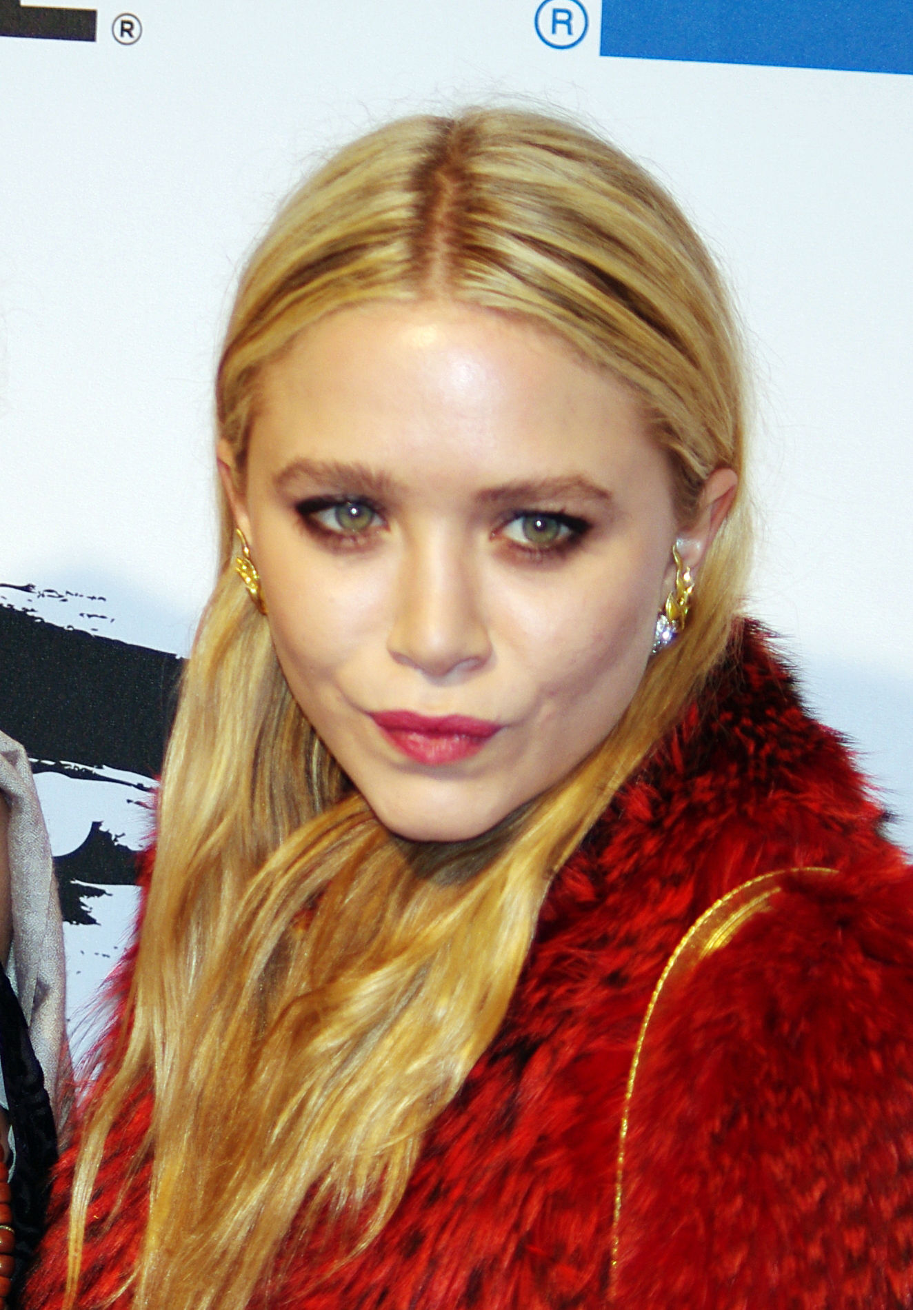 Photo of Mary-Kate Olsen: American actress, fashion designer, producer, author, and businesswoman