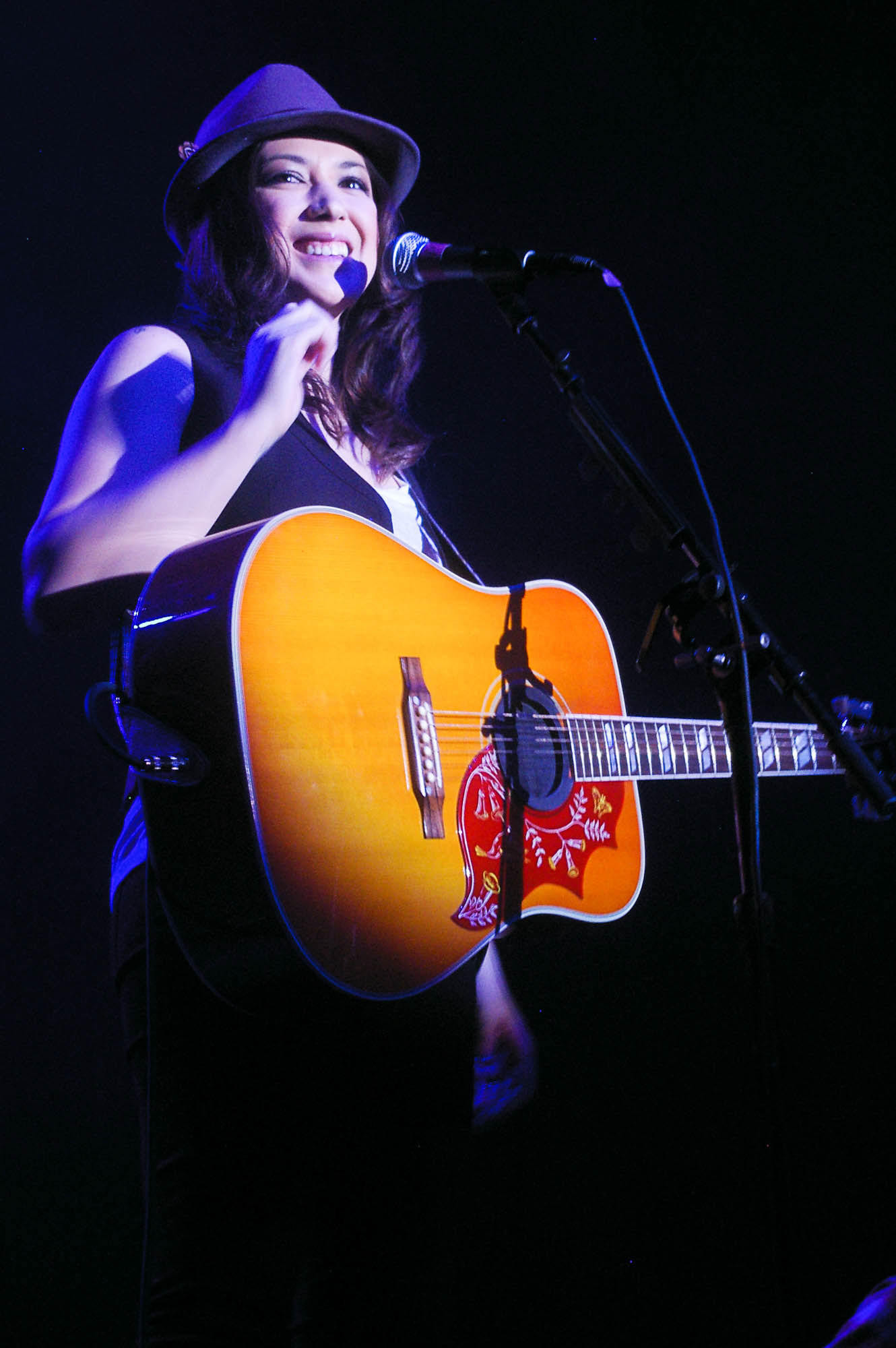 Photo of Michelle Branch: American singer-songwriter and guitarist