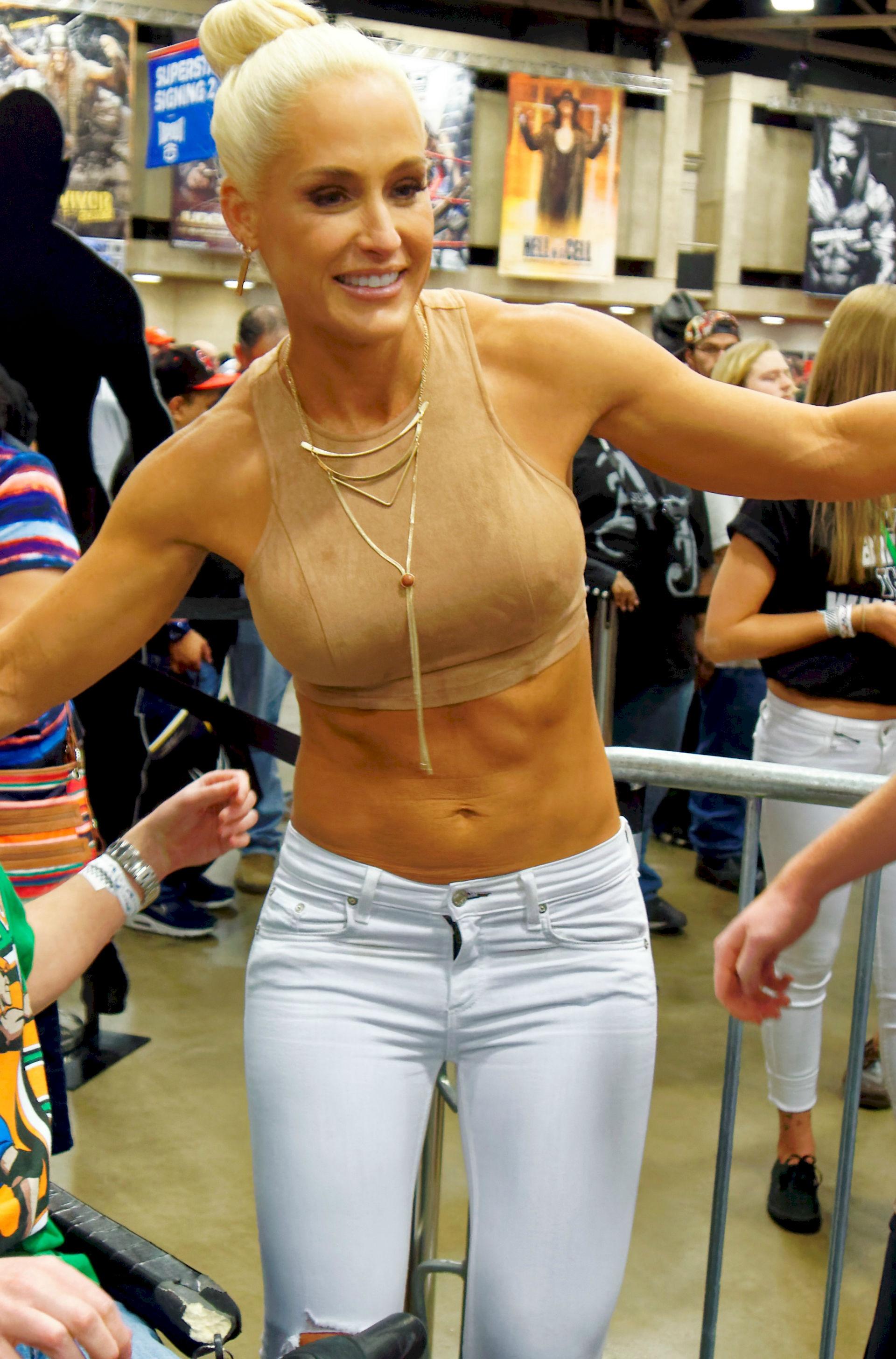 Photo of Michelle McCool: American professional wrestler
