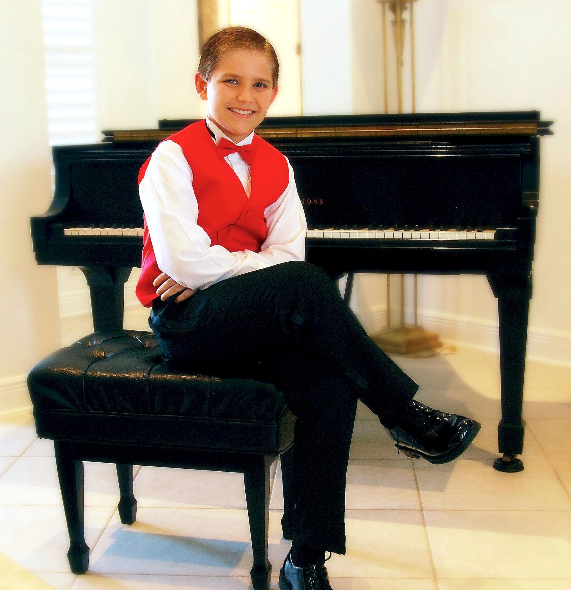 Photo of Noah Waddell: American pianist