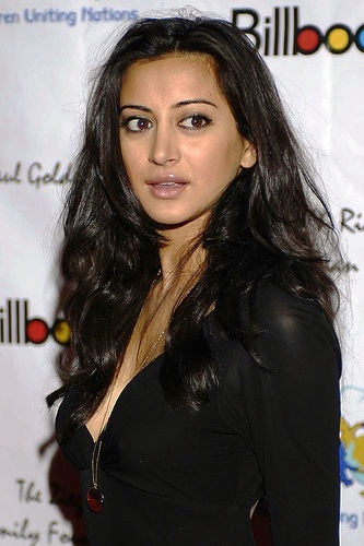 Photo of Noureen DeWulf: American actress