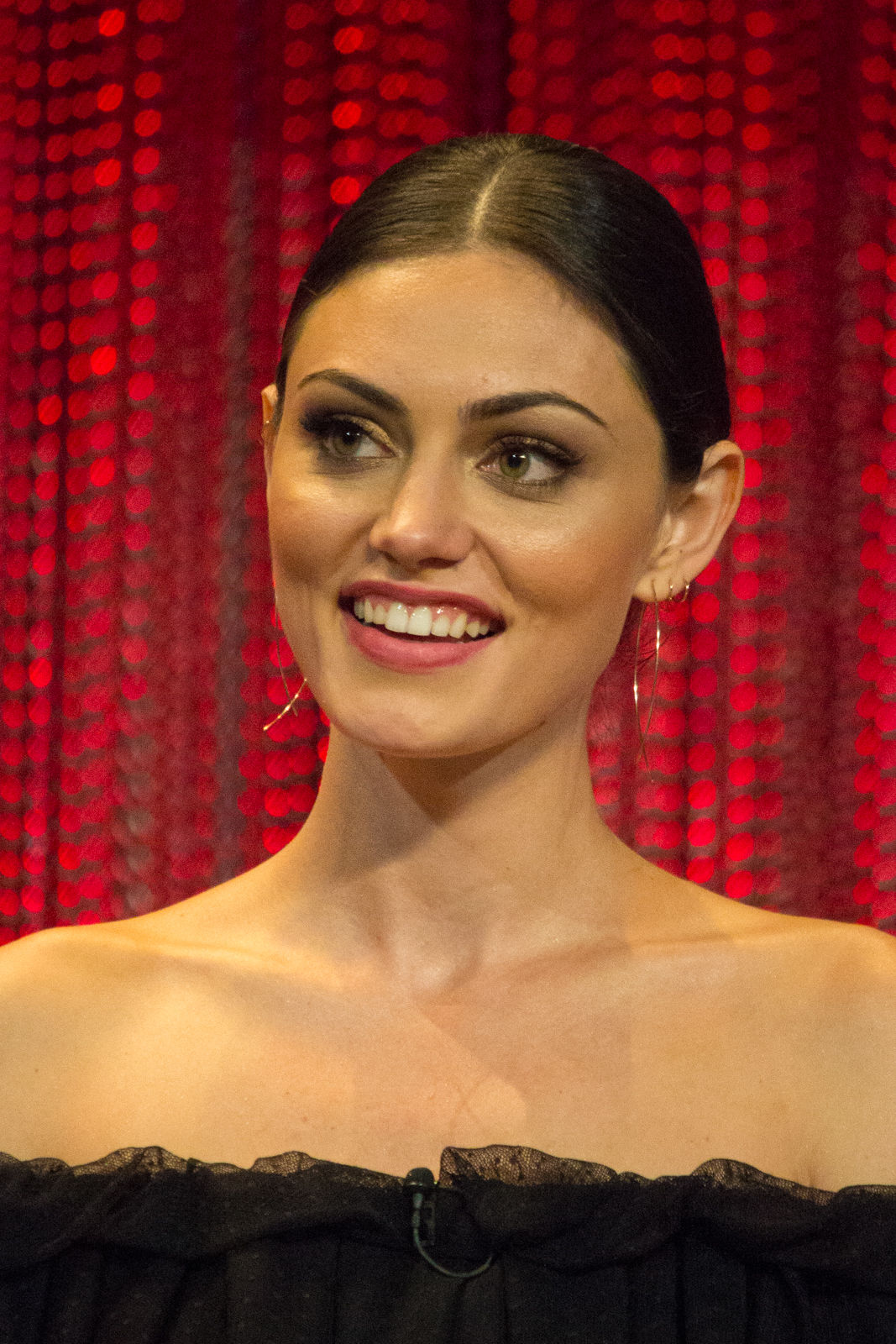 Photo of Phoebe Tonkin: Australian actress and model