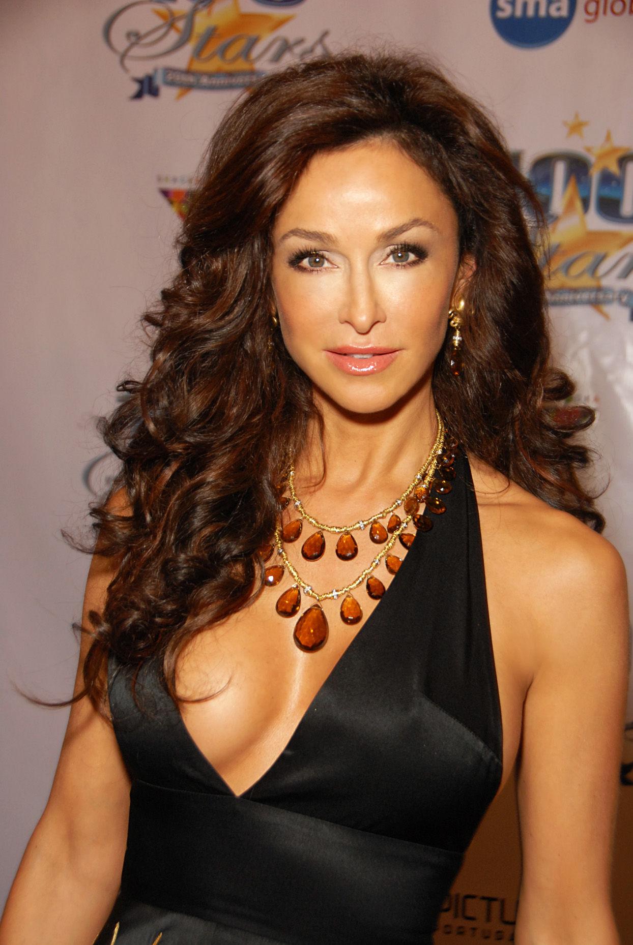 Photo of Sofia Milos: Italian/Greek actress