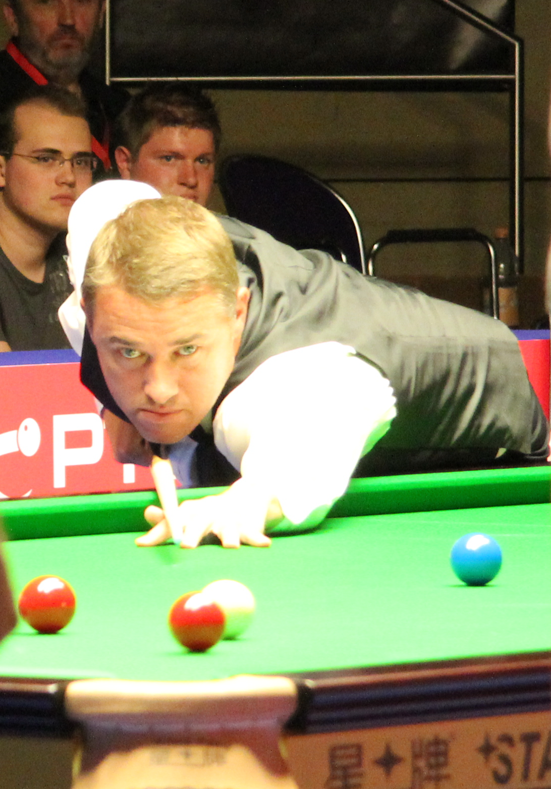Photo of Stephen Hendry: Scottish snooker player