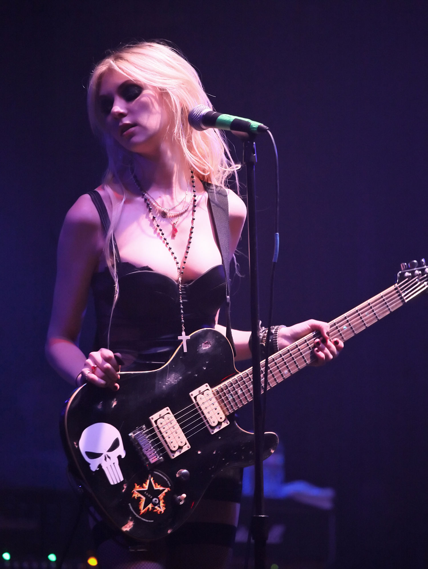 Photo of Taylor Momsen: Actress, singer-songwriter, model