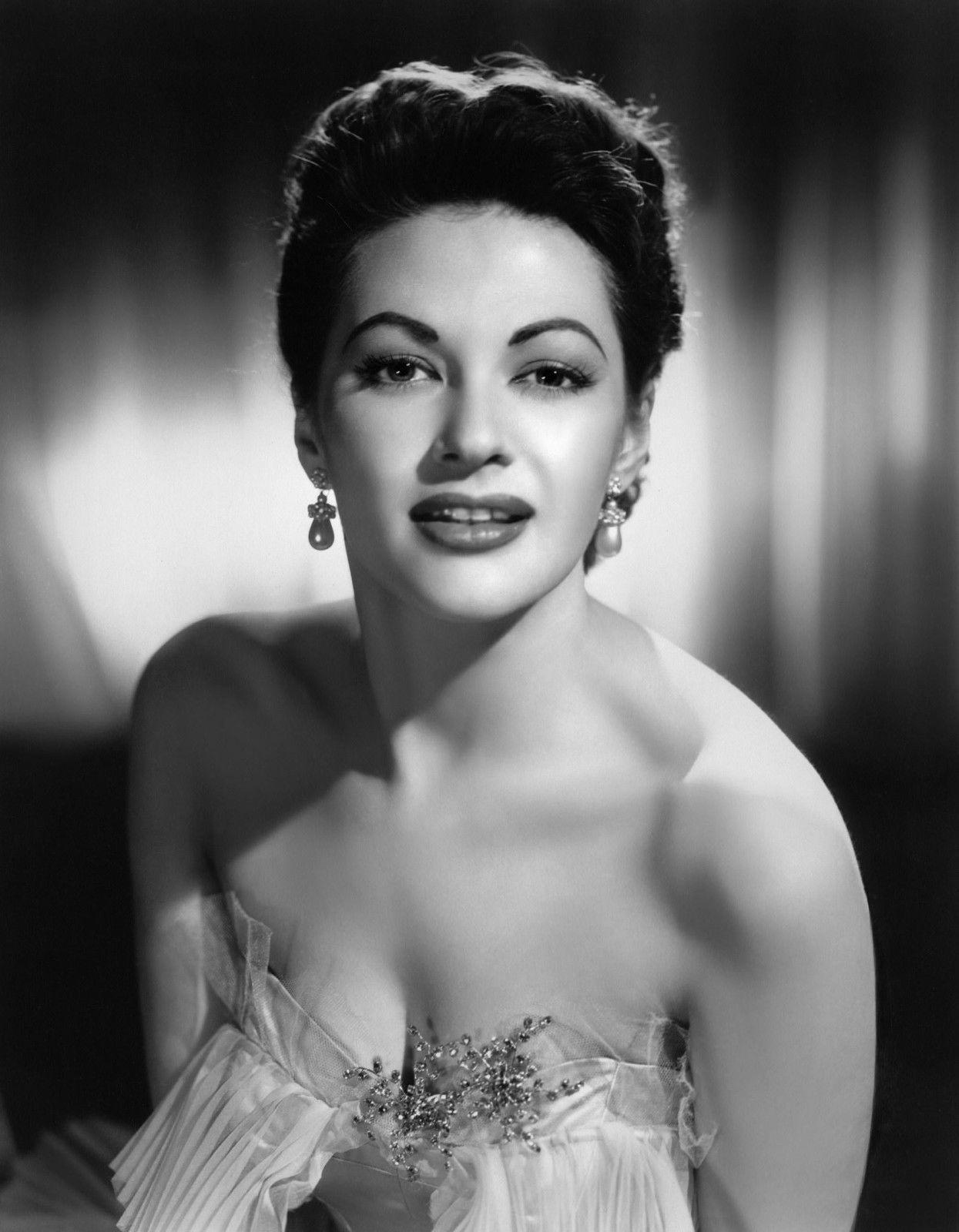 Photo of Yvonne De Carlo: Canadian-American actress